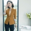 เสื้อสูทแฟชั่น เสื้อสูทสำหรับผู้หญิง พร้อมส่ง สีน้ำตาล คอปก แขนพับสามส่วนลายทางเก๋ หัวไหล่ยกนิดๆ thumbnail 4