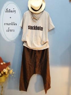 เสื้อยืดคอวีพิมพ์ Stockholm สีเทา