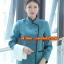 F6011018 เสื้อพนักงานต้อนรับ เสื้อพนักงานโรงแรม เสื้อฟอร์มพนักงาน ชุดฟอร์มพนักงาน สำเนา thumbnail 5