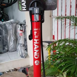 สูบลมตั้งพื้น ยี่ห้อ Hand สีแดง แบบมีเกจจ์วัด Max 160 psi หัวสูบแบบ 2 หัวสำหรับจุ๊ฟเล็กและจุ๊ฟใหญ่