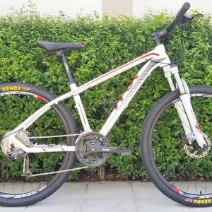 จักรยานเสือภูเขาจาก TRX รุุ่น DX200 เฟรมอลู ล้อ 27.5 นิ้ว ดิสก์เบรคน้ำมัน เกียร์ Shimano Altus 27 Speed โช๊ค Lock Out