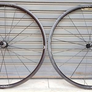 ล้ออลู Vuelta รุ่น R25 Pro SL ขอบ 25 ดุมแบริ่ง ซี่แบนแอโร่ น้ำหนัก 1.56 กิโลกรัม ขอบเคลือบอะโนไดซ์สีดำ