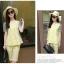 ชุดเซ็ทเสื้อกางเกงสีเหลือง เสื้อแขนสั้น ช่วงแขนเย็บผ้าตาข่าย พิมพ์ลายชุด thumbnail 3