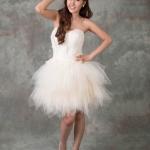 &#x2665 ชุดราตรีสั้น ชุด Swan ขนนก กระโปรงชายแหลม - สีครีม