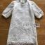 เดรสสั้นผ้าลูกไม้สีขาวทรงคอสูงสไตล์คุณหนู thumbnail 7
