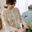 เสื้อผ้าลูกไม้สีครีมติดกระดุมยาว thumbnail 2