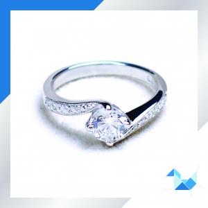 แหวนเงินแท้ เพชรสังเคราะห์ ชุบทองคำขาว รุ่น RG1561 0.60 carat Dazzling