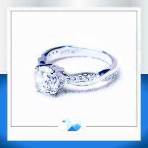 แหวนเงินแท้ เพชรสังเคราะห์ ชุบทองคำขาว รุ่น RG1536 1.00 carat Cute Twist