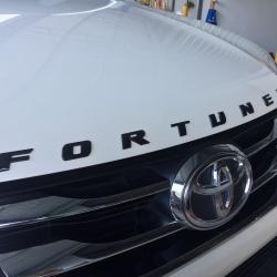 Fortuner สีดำเงา Black