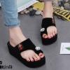 รองเท้าแตะสวมนิ้วโป้งทรงเตารีดสีดำ LB-ST285-BLK