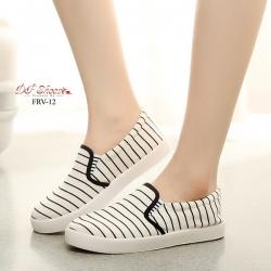พร้อมส่ง รองเท้าผ้าใบแฟชั่นสีขาว แบบสวม ผ้าแคนวาส แฟชั่นเกาหลี [สีขาว ]