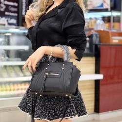 กระเป๋าสะพายแฟชั่น กระเป๋าสะพายข้างผู้หญิง ถือสวยๆก็ได้อะไหล่สีทอง [สีดำ ]