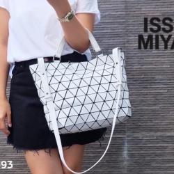 กระเป๋าถือ กระเป๋าสะพายข้างผู้หญิง สไตล์ BaoBao ไม่ตีแบรนด์ [สีขาว ]