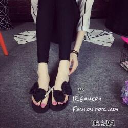 พร้อมส่ง รองเท้าแตะผู้หญิงสีดำ แบบคีบ แต่งโบว์ประดับมุก แฟชั่นเกาหลี [สีดำ ]