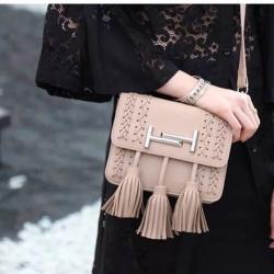 กระเป๋าสะพายแฟชั่น กระเป๋าสะพายข้างผู้หญิง พู่ H [สีชมพู]
