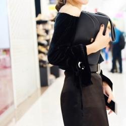 กระเป๋าคลัทช์ กระเป๋าถือผู้หญิง ฝาพับ ด้านในเป็นกำมะหยี่ [สีดำ ]