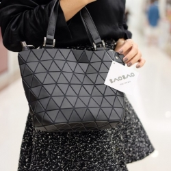 กระเป๋าถือ กระเปาสะพายข้างผู้หญิง Barel mini Black Logo [สีดำ ]