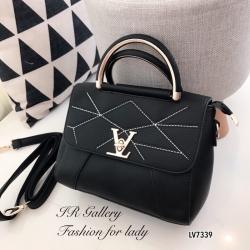 กระเป๋าถือ กระเป๋าสะพายข้างผู้หญิง หนังพียูงานดี ดีเดลเดินด้ายแบบมีลวดลาย Style LV [สีดำ ]