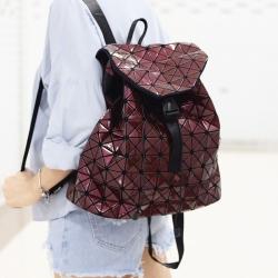กระเป๋าเป้ผู้หญิง กระเป๋าสะพายหลังแฟชั่น ขนาดกำลังพอดี ISSEY MIYAKE BAO BAO [สีแดงเข้ม ]
