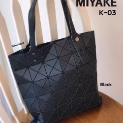 กระเป๋าทรงช็อปปิ้ง กระเป๋าสะพายข้างผู้หญิง ดีไซน์เป็นเอกลักษณ์ Issey Miyake Bao Bao [สีดำ ]