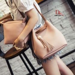 กระเป๋าสะพายแฟชั่น กระเป๋าสะพายข้างผู้หญิง ประกอบด้วยกระเป๋า2ใบ ประดับพวงกุญแจพู่น่ารัก [สีชมพู ]