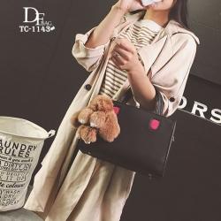 กระเป๋าถือแฟชั่น กระเป๋าสะพายข้างผู้หญิง มาพร้อมพวงกุญแจกระต่ายน่ารัก [สีดำ ]