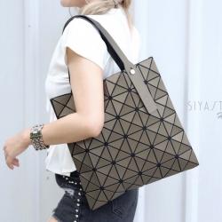 กระเป๋าสะพายแฟชั่น กระเป๋าสะพายข้างผู้หญิง Bao Bao 6x6 logo [สีทอง ]
