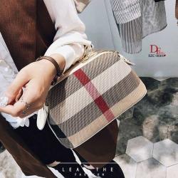 กระเป๋าถือ กระเป๋าสะพายข้างแฟชั่น นำเข้า Style Burberry [สีขาว ]