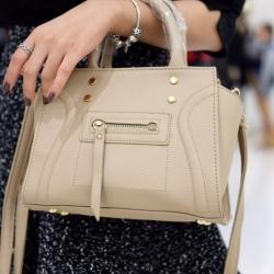 กระเป๋าสะพายแฟชั่น กระเป๋าสะพายข้างผู้หญิง ถือสวยๆก็ได้อะไหล่สีทอง [สีน้ำตาล ]