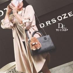 กระเป๋าถือแฟชั่น กระเป๋าสะพายข้างผู้หญิง มาพร้อมพวงกุญแจกระต่ายน่ารัก [สีเทา ]