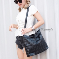 กระเป๋าสะพายแฟชั่น กระเป๋าสะพายข้างผู้หญิง Bao Bao Baral Logo เนื้อด้าน [สีดำ ]