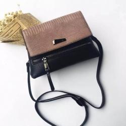 กระเป๋าสะพายแฟชั่น กระเปาสะพายข้างผู้หญิง ทรงคางหมู ลายหนังงู [สีน้ำตาล ]