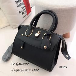กระเป๋าถือ กระเป๋าสะพายข้างผู้หญิง งานชนช็อปวัสดุหนังพียูคุณภาพพรีเมี่ยม Lyn Trinity s [สีดำ ]