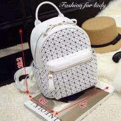 กระเป๋าเป้ผู้หญิง กระเป๋าสะพายหลังแฟชั่น ดีไซน์เป็นเอกลักษณ์ Issey Miyake Bao Bao [สีขาว ]
