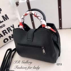 กระเป๋าสะพายแฟชั่น กระเป๋าสะพายข้างผู้หญิง หนังพียูงานพรีเมี่ยม สไตล์แบรนด์ดัง แถมผ้าพันหูจับ1ข้าง [สีดำ ]
