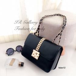 กระเป๋าสะพายแฟชั่น กระเป๋าสะพายข้างผู้หญิง แต่งอะไหล่หมุดทอง Style Valentino [สีดำ ]