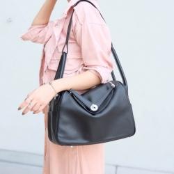 กระเป๋าสะพายแฟชั่น กระเป๋าสะพายข้างผู้หญิง ทรงLindy Bag ใส่ของได้เยอะ [สีดำ ]