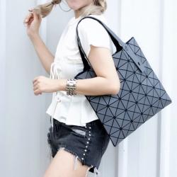 กระเป๋าสะพายแฟชั่น กระเป๋าสะพายข้างผู้หญิง Bao Bao 6x6 logo [สีเทา ]