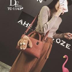 กระเป๋าถือแฟชั่น กระเป๋าสะพายข้างผู้หญิง มาพร้อมพวงกุญแจกระต่ายน่ารัก [สีน้ำตาล ]