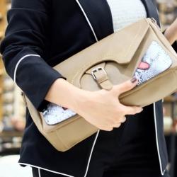 กระเป๋าคลัทช์ กระเป๋าถือ ถือเป็นครัชก็เท่ห์ สะพายยาวก็เกร๋ [สีน้ำตาล ]