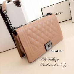 กระเป๋าสะพายแฟชั่น กระเป๋าสะพายข้างผู้หญิง หนังอย่างดี ด้านในบุผ้าเรโทร Style Chanel Boy [สีครีม ]