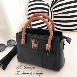 กระเป๋าถือผู้หญิง กระเป๋าคล้องแขน ดีไซน์สไตล์เกาหลี ดีเทลแต่งอะไหล่โลหะรูปแมวน่ารักๆ [สีดำ ]