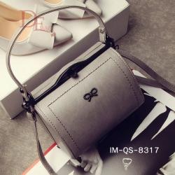กระเป๋าถือแฟชั่น กระเป๋าสะพายไหล่ ทรงหมอนนำเข้า ประดับอะไหล่สีดำรูปโบว์ [สีเทา ]