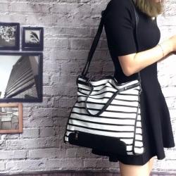 กระเป๋าผ้าแฟชั่น กระเป๋าสะพายข้างผู้หญิง ผ้ากำมะหยี่ ลายม้าลาย [สีขาว ]