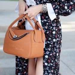 กระเป๋าถือผู้หญิง กระเป๋าสะพายข้างแฟชั่น งานตัดเย็บ เนี๊ยบกริบ Lindy PU [สีส้ม ]