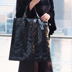 กระเป๋าสะพายแฟชั่น กระเปาสะพายข้างผู้หญิง ISSEY MIYAKE BAO BAO 16นิ้ว [สีดำ ]