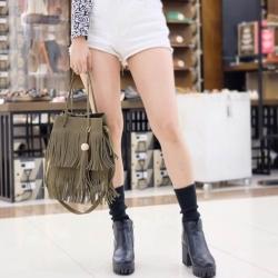 กระเป๋าสะพายแฟชั่น กระเป๋าสะพายข้างผู้หญิง ทรงพู หนังกลับ [สีเขียว ]