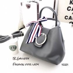 กระเป๋าถือแฟชั่น กระเป๋าสะพายข้างผู้หญิง แต่งผ้าลายริ้วผูกหูกระเป๋า แถมกระเป๋าใบเล็ก [สีเทา ]