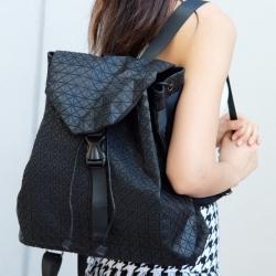 กระเป๋าเป้ผู้หญิง กระเป๋าสะพายหลังแฟชั่น บล็อกเล็ก ISSEY MIYAKE BAO BAO [สีดำ ]