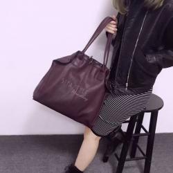 กระเป๋าสะพายแฟชั่น กระเป๋าสะพายข้างผู้หญิง สะพายหนังใหญ่ [สีแดงเข้ม]